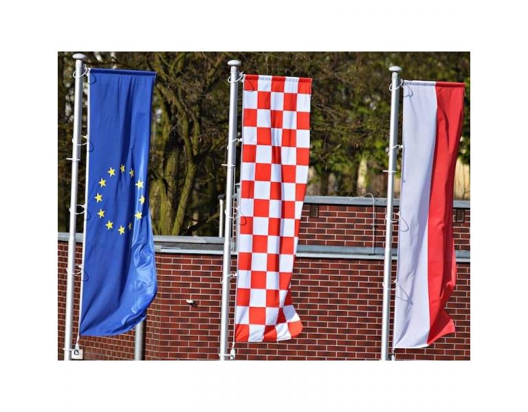 Sublimez votre communication avec un drapeau publicitaire extérieur