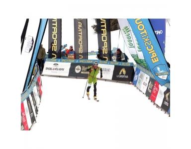Gros plan sur les banderoles publicitaires de chez Magic-print